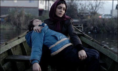 Nahid (Sareh Bayat) mit ihrem Sohn © Cineworx